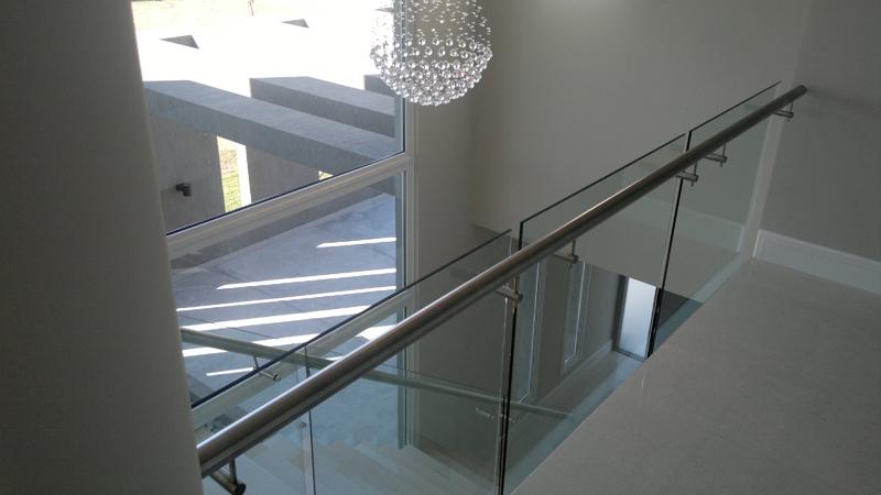 Barandas de vidrio y acero con botones 26 for Barandas de vidrio y acero
